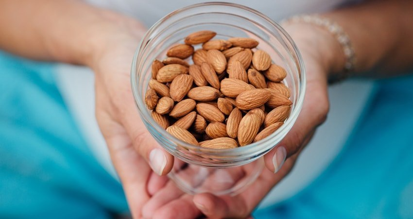 Unprocessed almonds