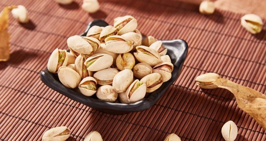Pistachios contain chlorophyll
