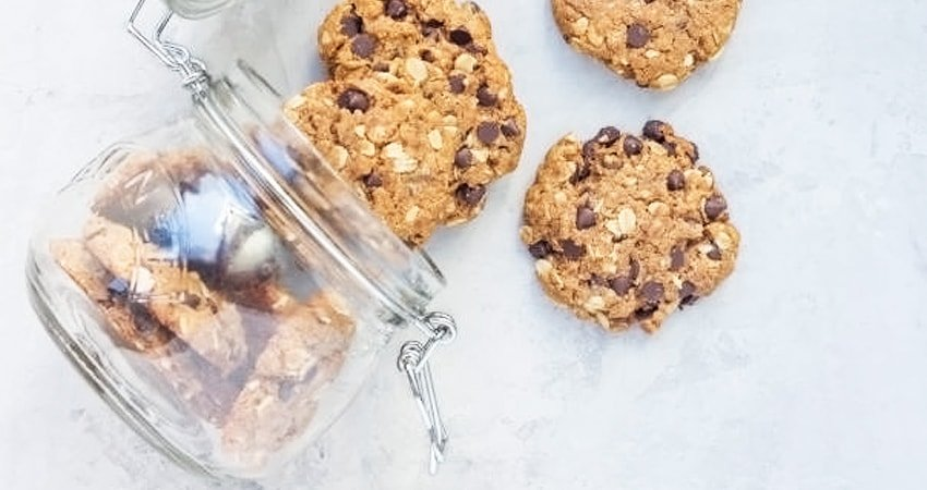 Dates, Pecans, Chocolate, and Oatmeal Vegan Cookies