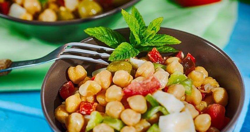 Gluten-Free Salad with Chickpeas