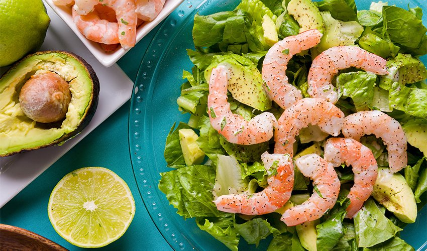 Spicy shrimp and avocado salad in miso dressing