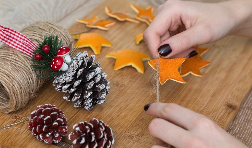 Step by step instruction to make a Christmas garland