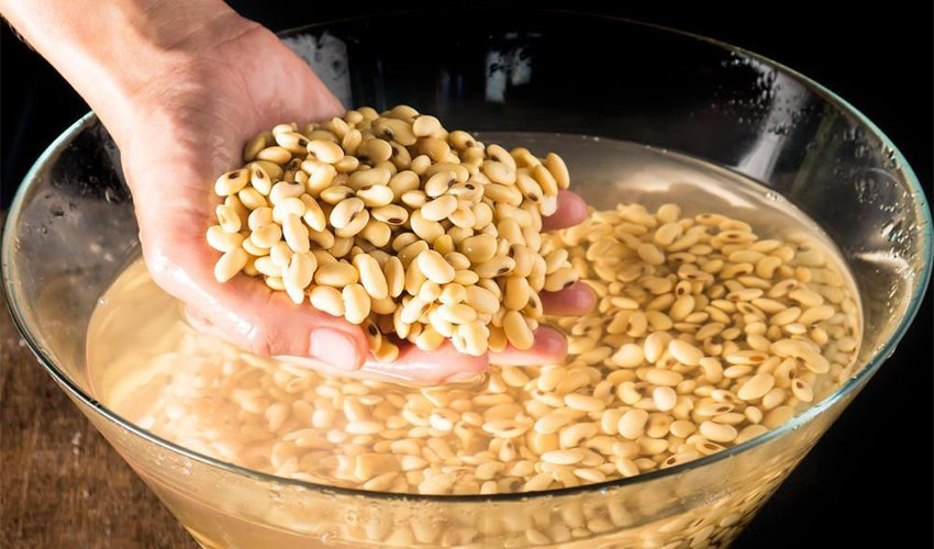 Different ways to soak and rinse dried beans