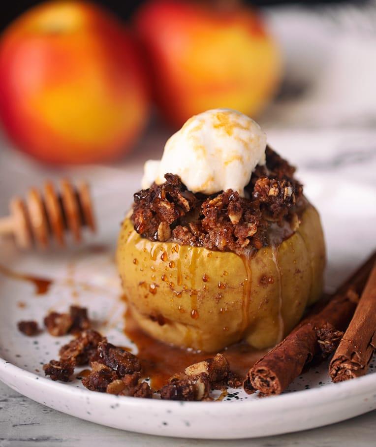 Cinnamon Streusel Baked Apples