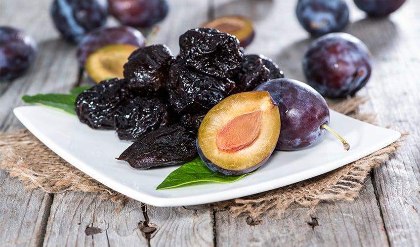 Top 10 Evidence-Based Health Benefits of Prunes