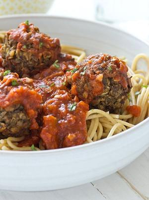 Vegan meatballs and spagetti