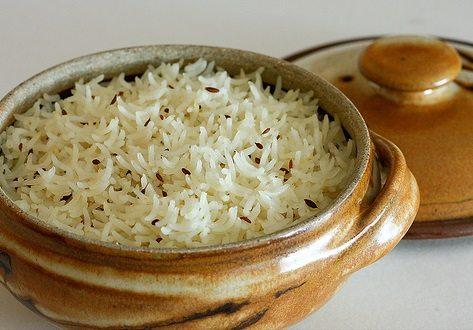 A pot of rice with cumin seeds