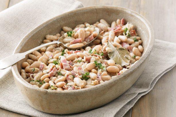 Creamy cannellini beans with prosciutto