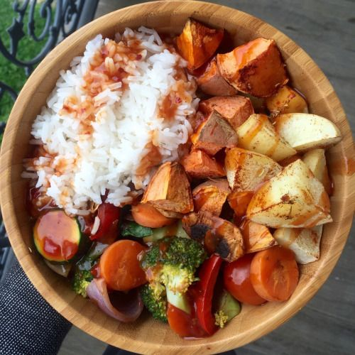 A wooden plate with vegetables