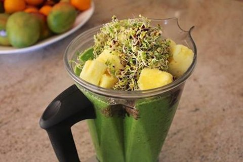 Broccoli Sprout Powder Smoothie (Dairy-Free & Vegan)