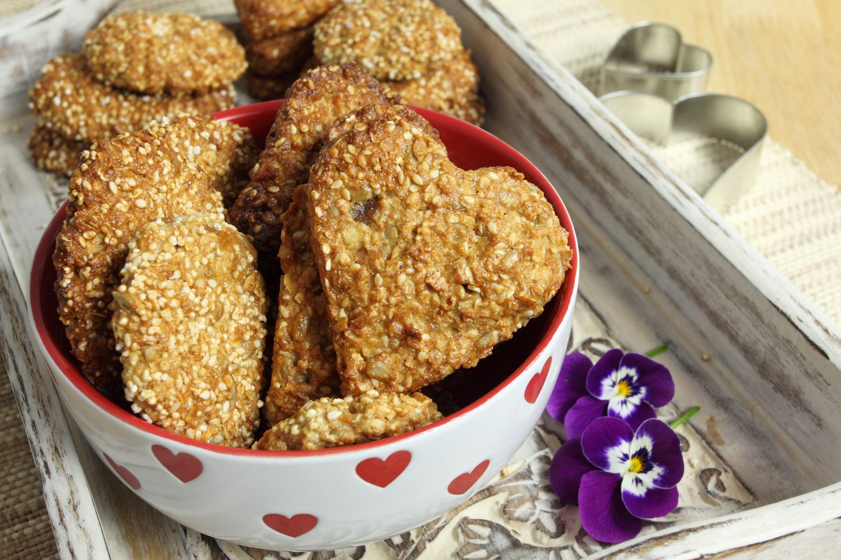 Oat biscuits with the addition of sesame, sunflower and amaranth.