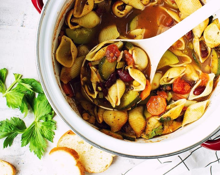 easy-minestrone-soup-with-organic-whole-bay-leaves